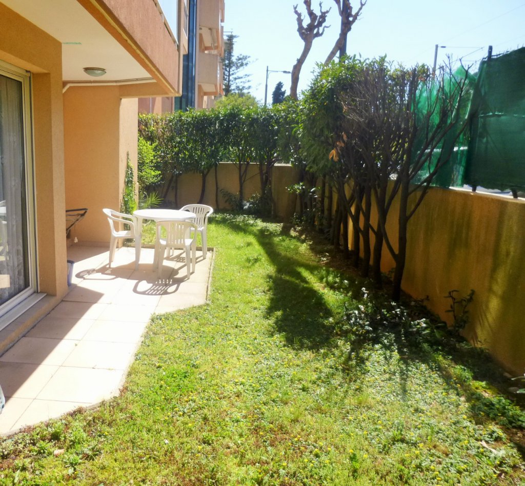 Offres locations vacances appartement roquebrune cap for Piscine 06190